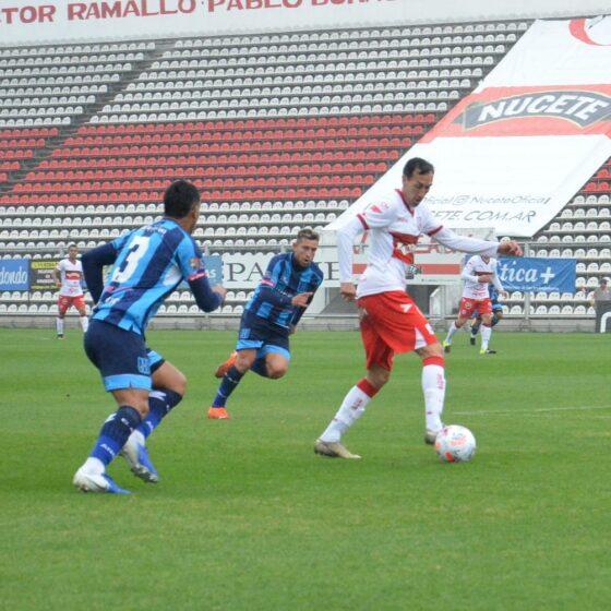 Jugadores del Deportivo Morón y San Telmo jugando